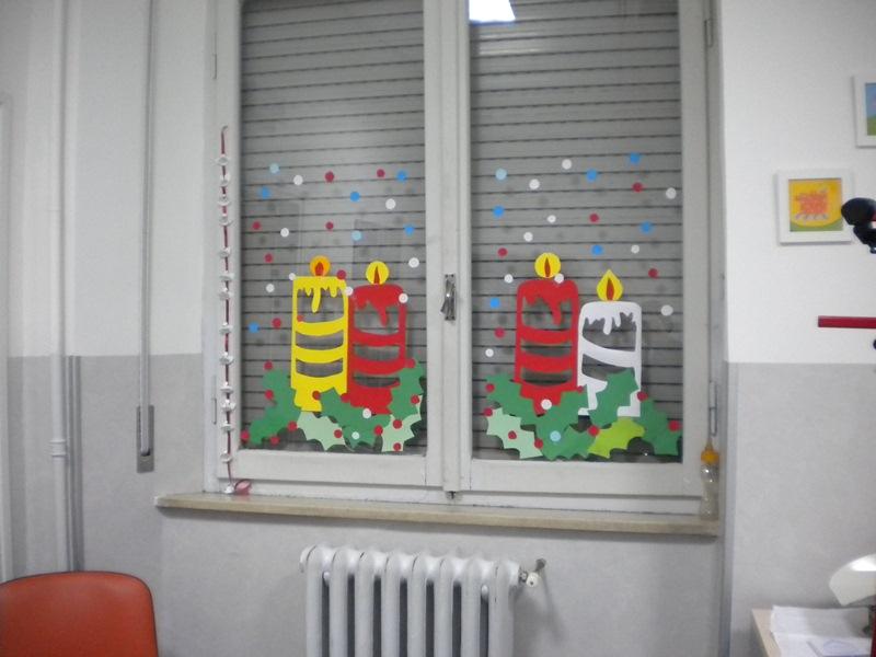 Le decorazioni dei bambini della anna frank nei reparti - Addobbi natalizi per finestre scuola infanzia ...