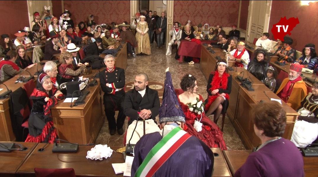 Matrimonio In Comune : Matrimonio in maschera al comune di macerata cronache