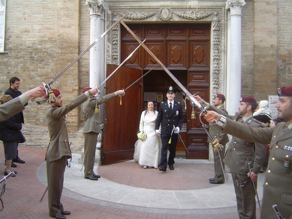 Matrimonio In Alta Uniforme : Matrimonio in alta uniforme cronache maceratesi