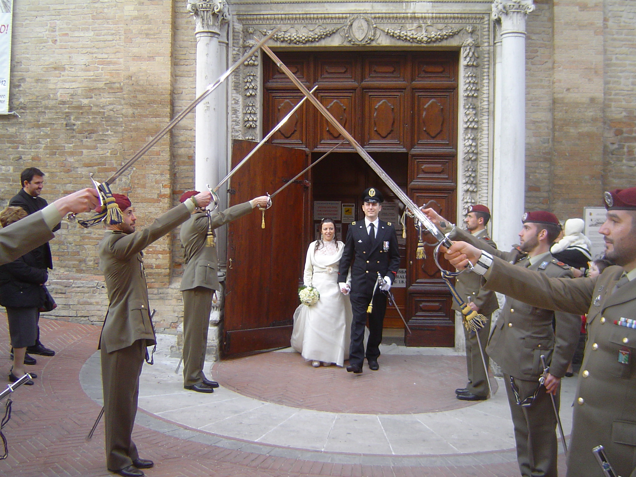 Matrimonio In Divisa Esercito : Matrimonio in alta uniforme cronache maceratesi