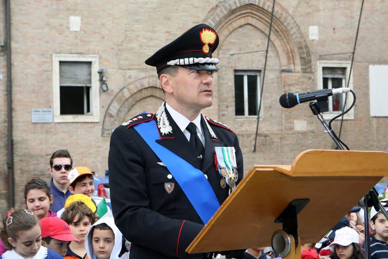 http://cronachemaceratesi.s3.amazonaws.com/wp-content/uploads/2012/06/festa-carabinieri-26.jpg