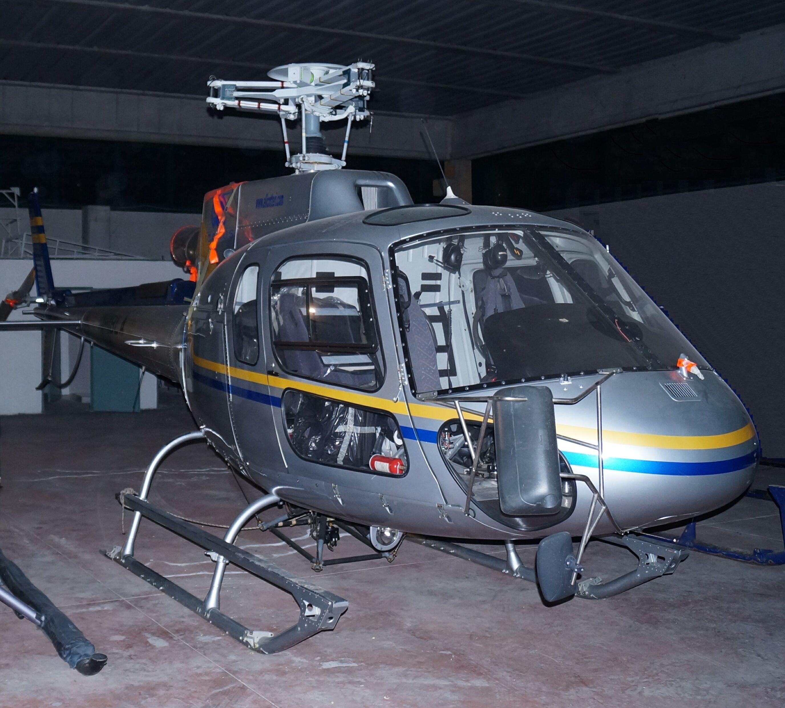 carabinieri sequestrano un elicottero in un capannone