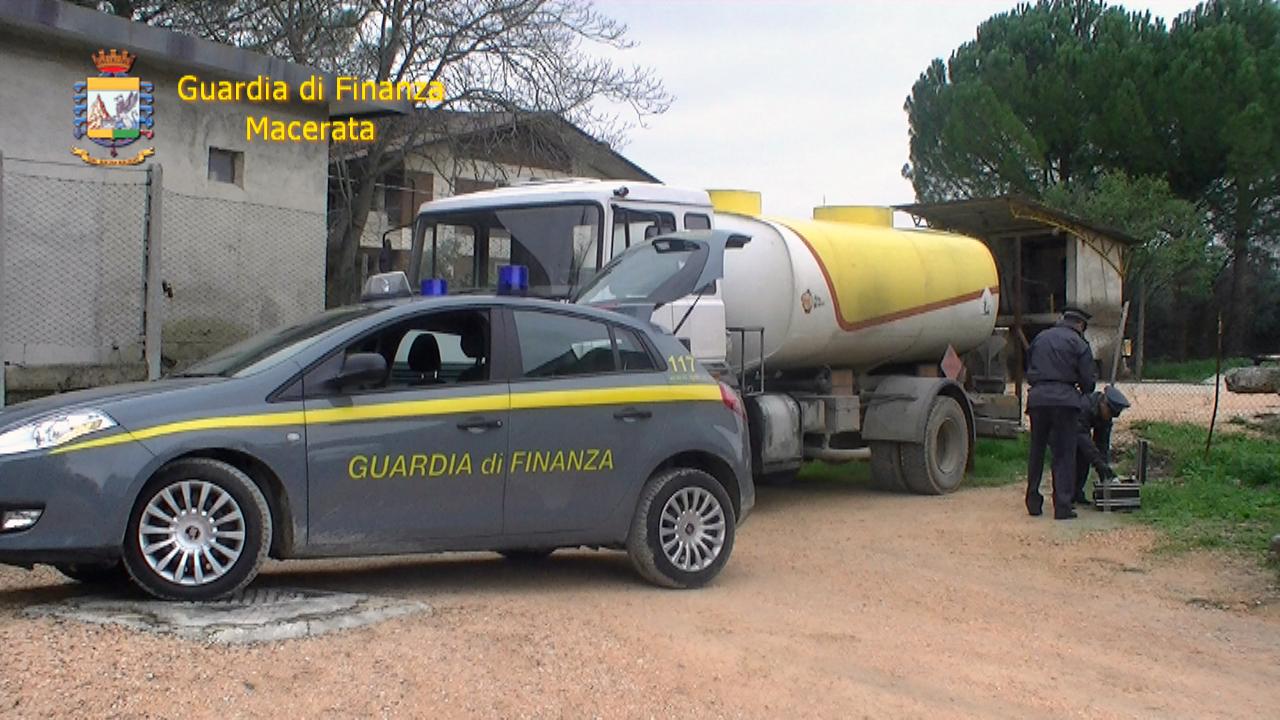Carburante Agricolo Nei Serbatoi Delle Auto La Finanza Denuncia Due