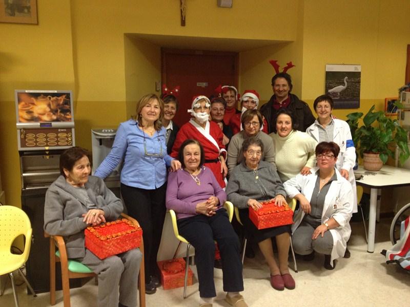 Natale in allegria alla casa di riposo di corridonia for Case di riposo per anziani