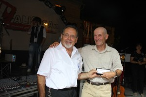 E-Pio-Tacconi-premia-il-maratonetà-Ulderico-Lambertucci