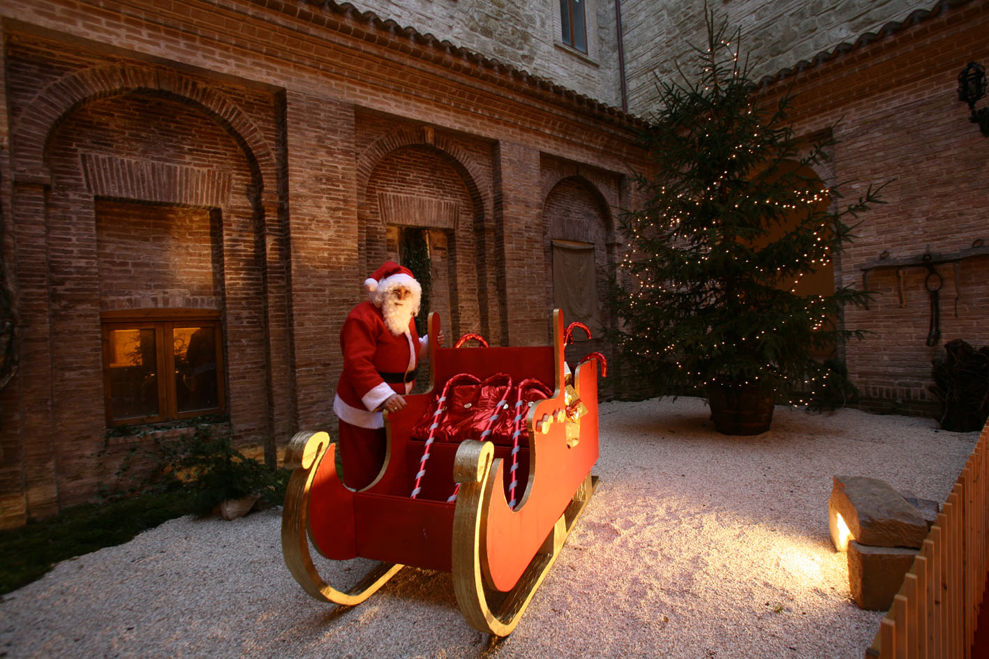 Casa Di Babbo Natale.A Camerino Riapre La Casa Di Babbo Natale Cronache Maceratesi