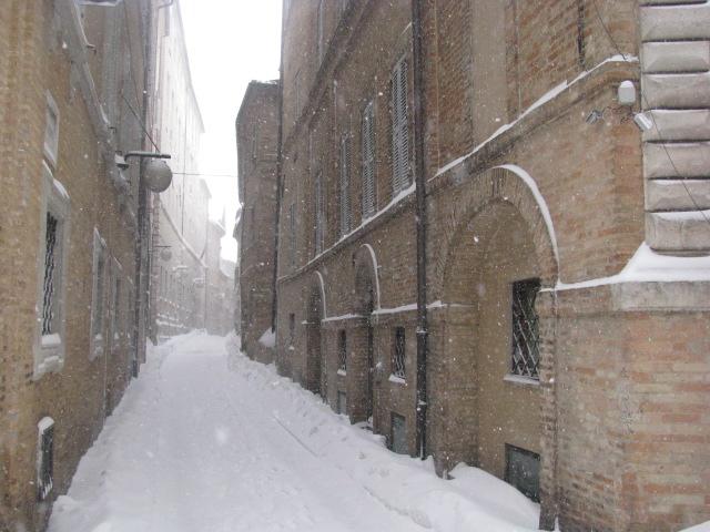 Centro-storico-Macerata-con-neve-10