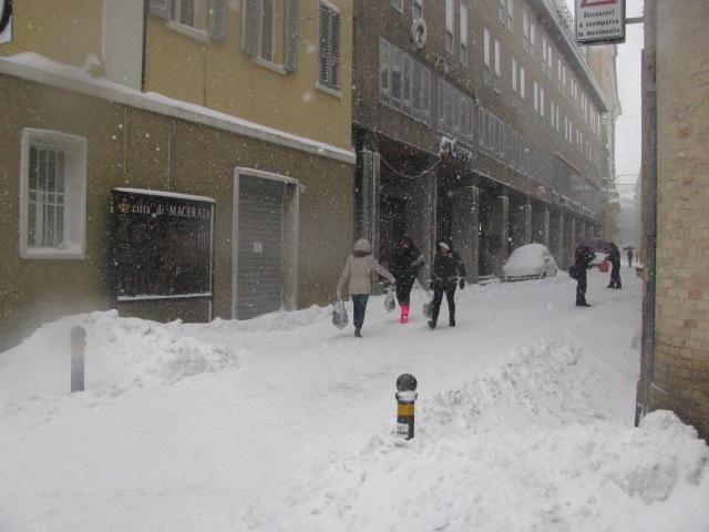 Centro-storico-Macerata-con-neve-15