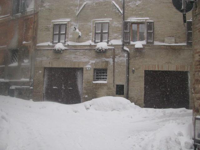 Centro-storico-Macerata-con-neve-34