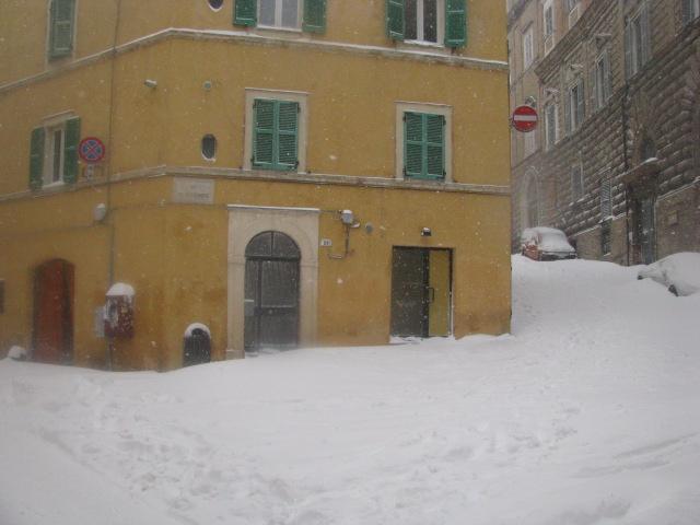 Centro-storico-Macerata-con-neve-37