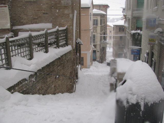 Centro-storico-Macerata-con-neve-44