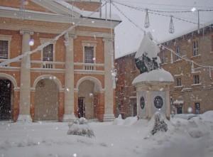 Piazza-Cavour-Cmaerino_santacchi_neve
