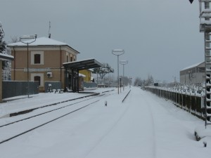 Stazione-Ferroviaria_montecosaro_scalo_riccardo_fraticelli_neve