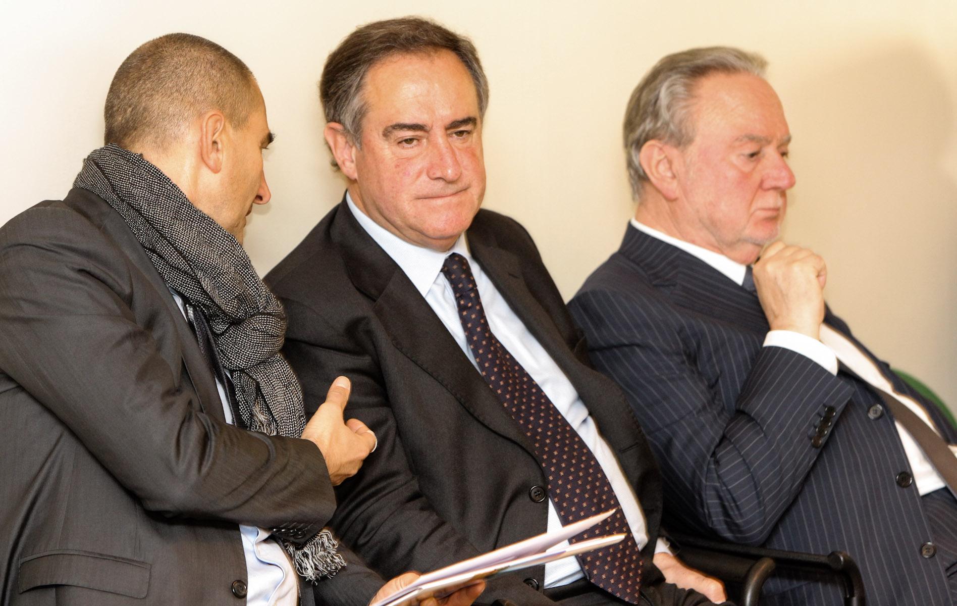 il presidente Lauro Costa durante una riunione del CdA