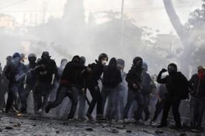 scontri-manifestazione-15-ottobre2-300x199