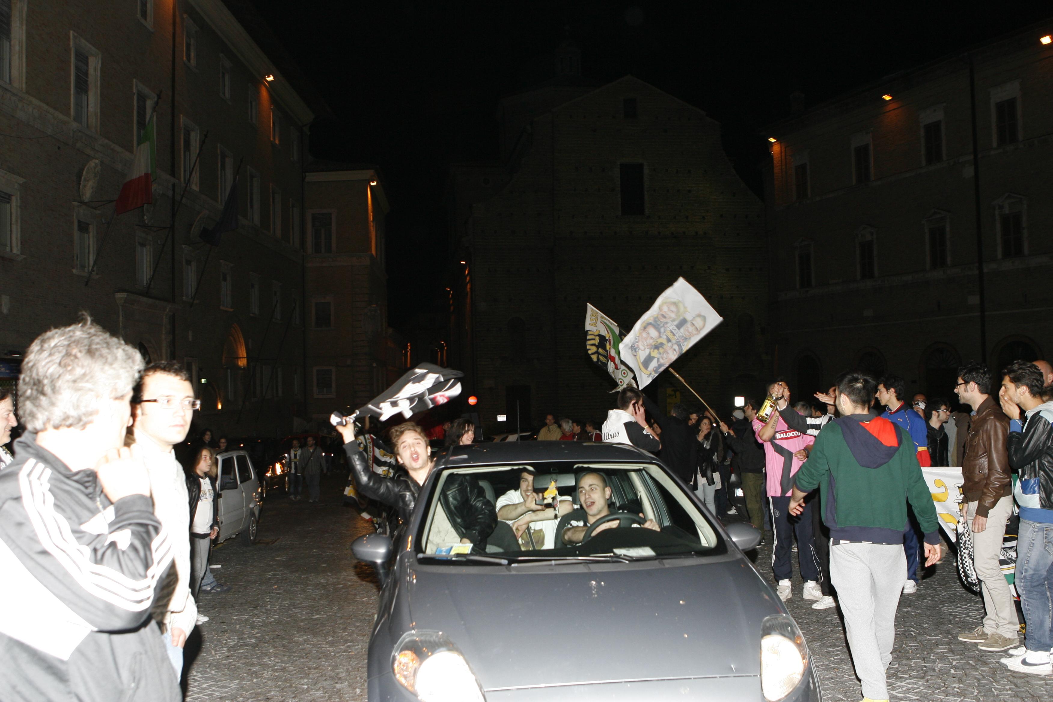 Festa-Juventus-Piazza-della-Libertà-Macerata-12