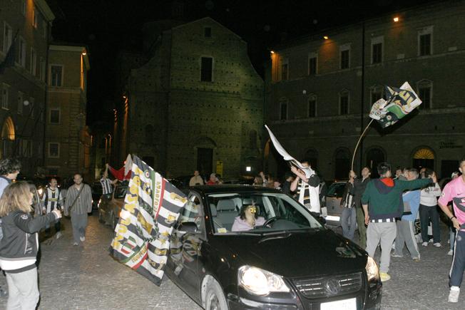 Festa-Juventus-Piazza-della-Libertà-Macerata-13