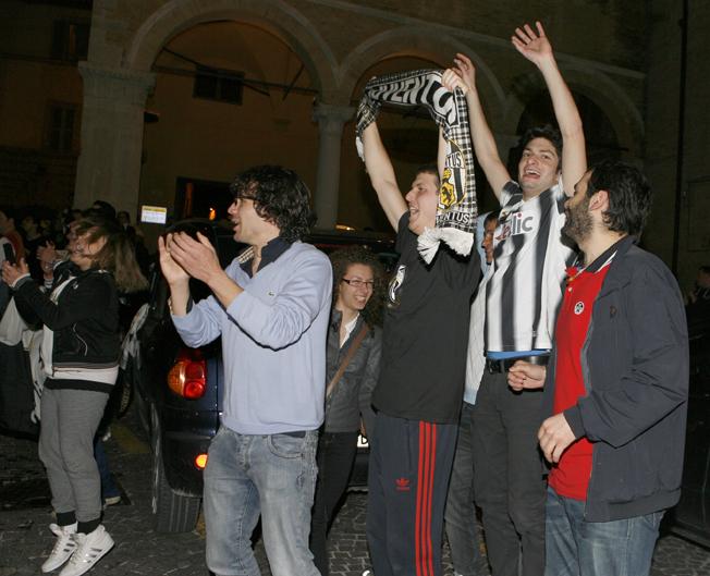 Festa-Juventus-Piazza-della-Libertà-Macerata-17
