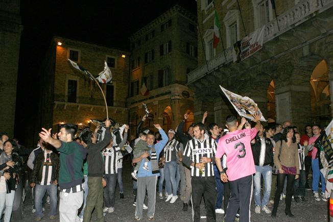 Festa-Juventus-Piazza-della-Libertà-Macerata-19