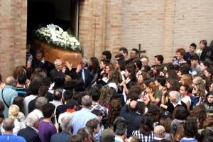Funerali-Elvira-1-2-300x200