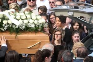 Funerali-Elvira-1-6-300x200