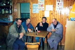Treja-San-Lorenzo-Avventori-al-tavolo-dello-spaccio-di-S.-Lorenzo1-300x202