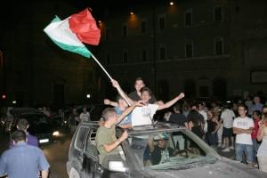 Macerata-in-festa-per-lItalia-in-finale-agli-Europei-15-300x200