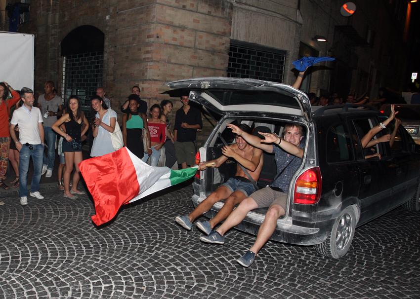 Macerata-in-festa-per-lItalia-in-finale-agli-Europei-16