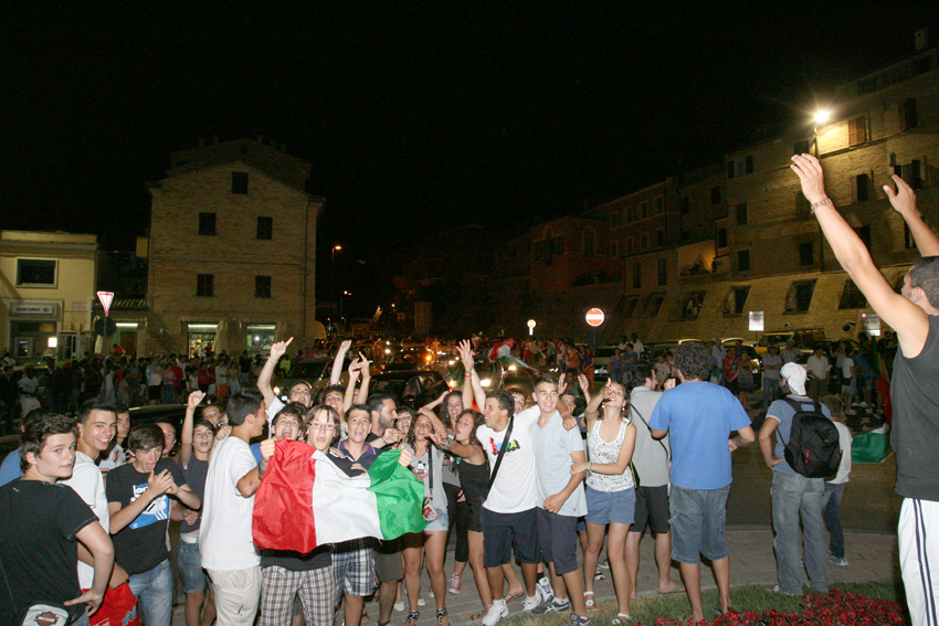 Macerata-in-festa-per-lItalia-in-finale-agli-Europei-19