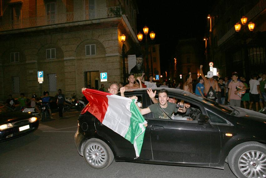 Macerata-in-festa-per-lItalia-in-finale-agli-Europei-26