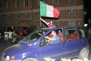 Macerata-in-festa-per-lItalia-in-finale-agli-Europei-32-300x201