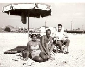 La-spiaggia-di-Civitanova-1958-300x235