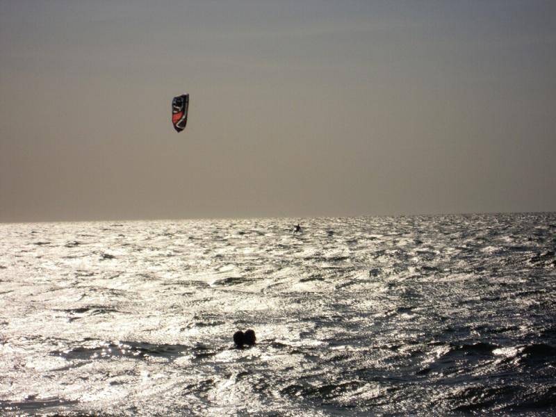 Duro-kitesurf-e-teneri-baci-a-Punta-della-Suina-nel-Salento.-Fabri-e-Bri