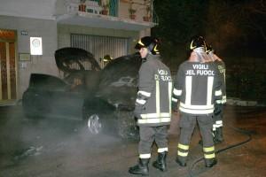 auto-incendiata-1-300x200