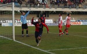 2009-10-Samb-Mc-2-0-Zazzetta-esulta-dopo-aver-trafitto-Gentili-300x188