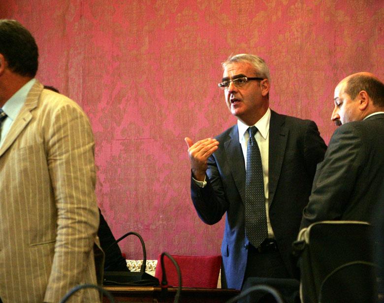 Il sindaco Romano Carancini in un recente Consiglio comunale
