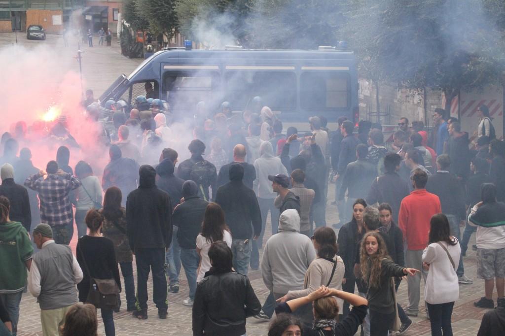 piazza-mazzini-scontri2-1024x682