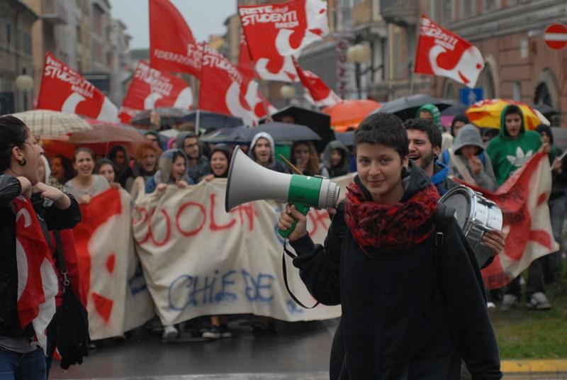 rete_studenti_manifestazione_piazza-1
