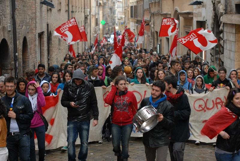 rete_studenti_manifestazione_piazza-2