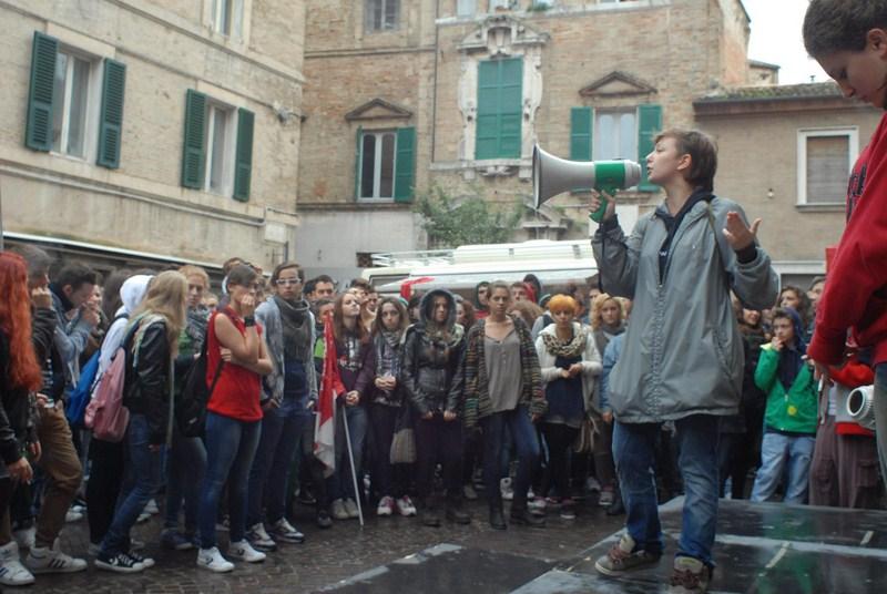 rete_studenti_manifestazione_piazza-3
