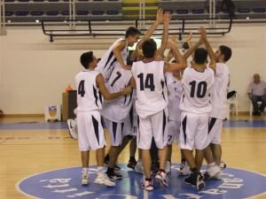 giocatori-in-festa-pallacanestro-recanati