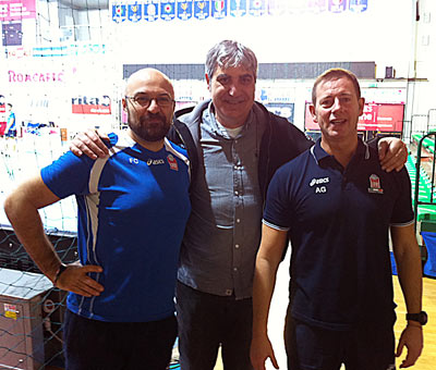 I coach della Lube Giuliani e Cadeddu con il tecnico della Bulgaria Camillo Placì
