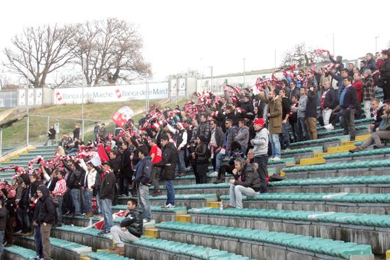 Maceratese-Ancona_Tifosi (9)