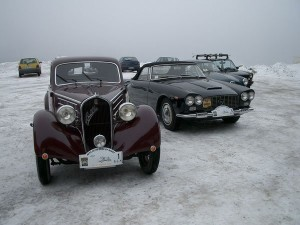 auto sotto la neve