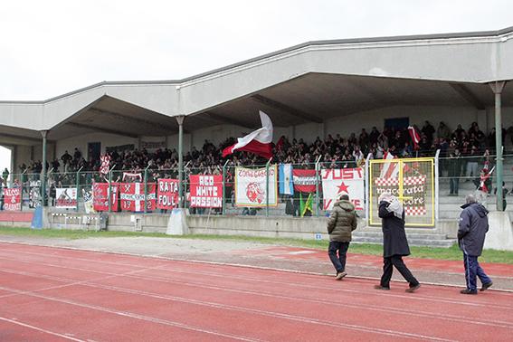 I tifosi della Maceratese al Polisportivo