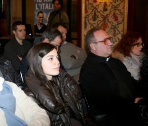 Anche qualche sacerdote tra il pubblico
