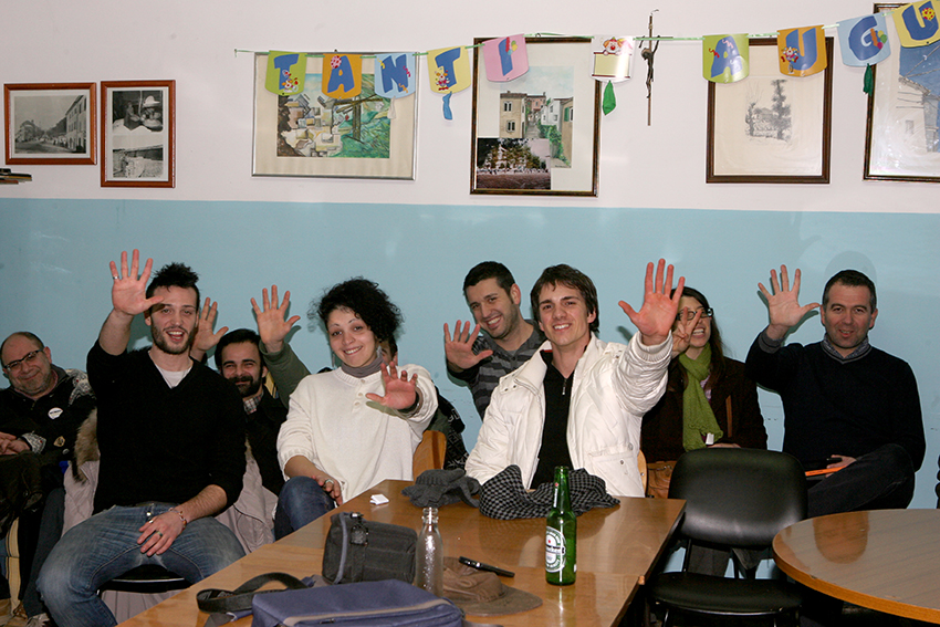 Grillini in festa questa sera a Macerata (foto Cronache Maceratesi)
