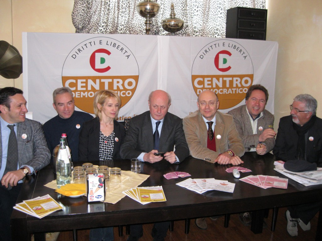 Antonio Tabacci fra Paola Giorgi e David Favìa e i candidati del Centro democratico