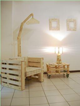 In mostra elementi d arredo fatti con legno di recupero for Elementi d arredo