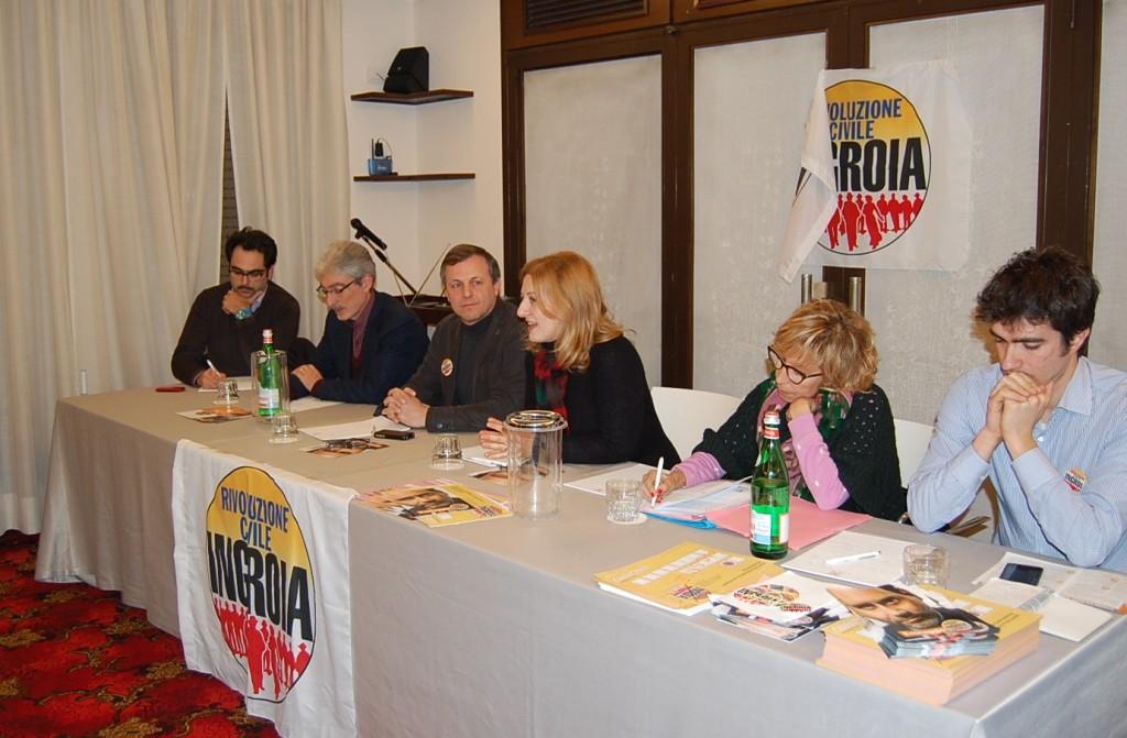 Da sinistra l'assessore al commercio Francesco Peroni, Massimo Rossi, Ivan Rota, Rosanna Bevilacqua, Sandra Amurri, Alessandro Marini